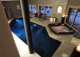 Chalet Igloo Le Praz swimming pool and hot tub