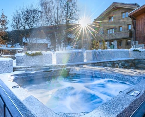 Chalet with hot tub La Tania